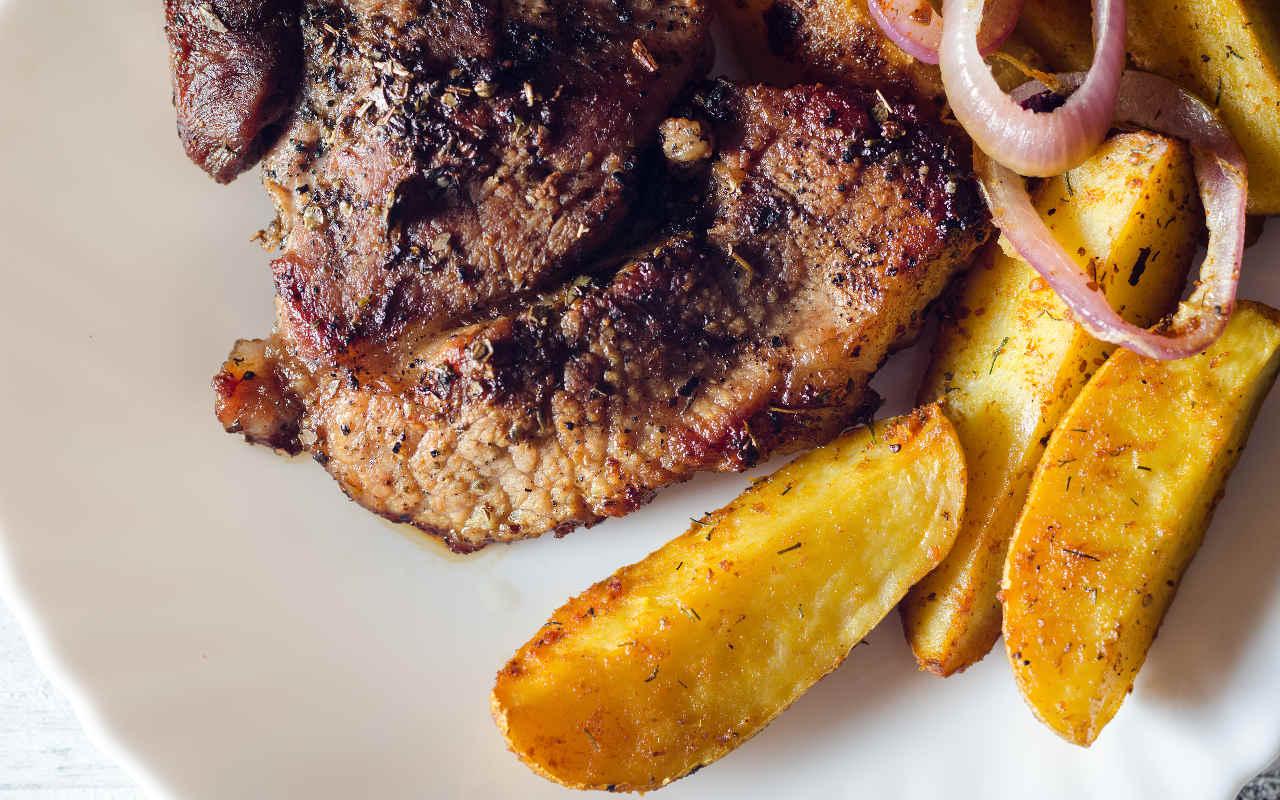 Lombatina di agnello in crosta di patate Selenella Montanara ed erbe fini - Ricette Selenella