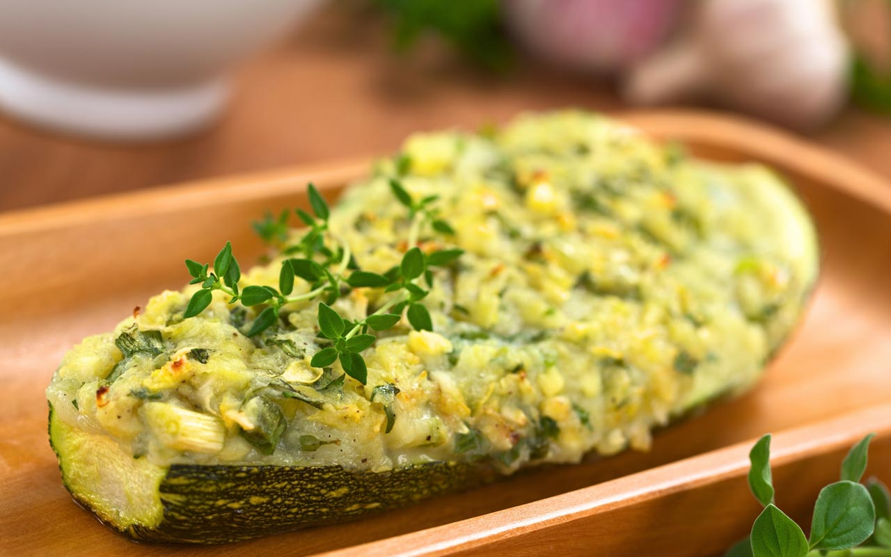 Zucchine ripiene di patate ed erbe - Ricette Selenella