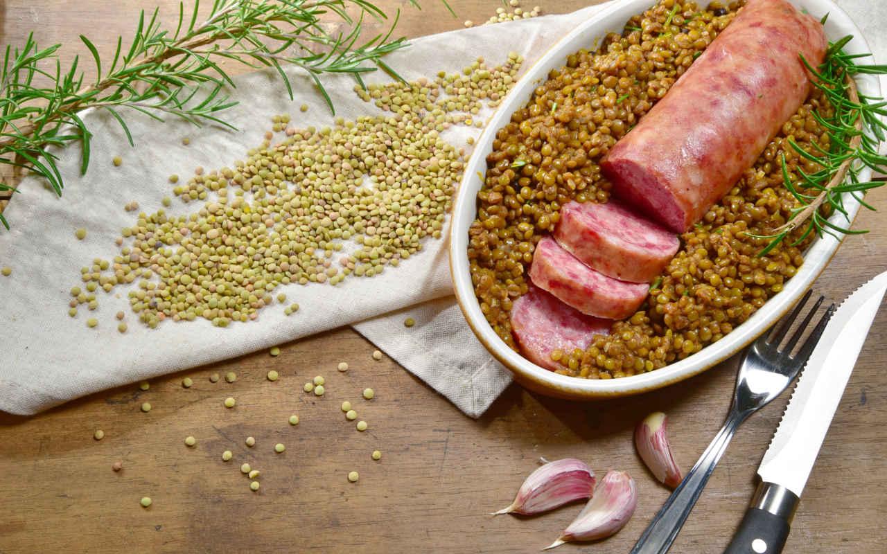 Triangoli ripieni di cotechino con lenticchie in salsa - Ricette Selenella