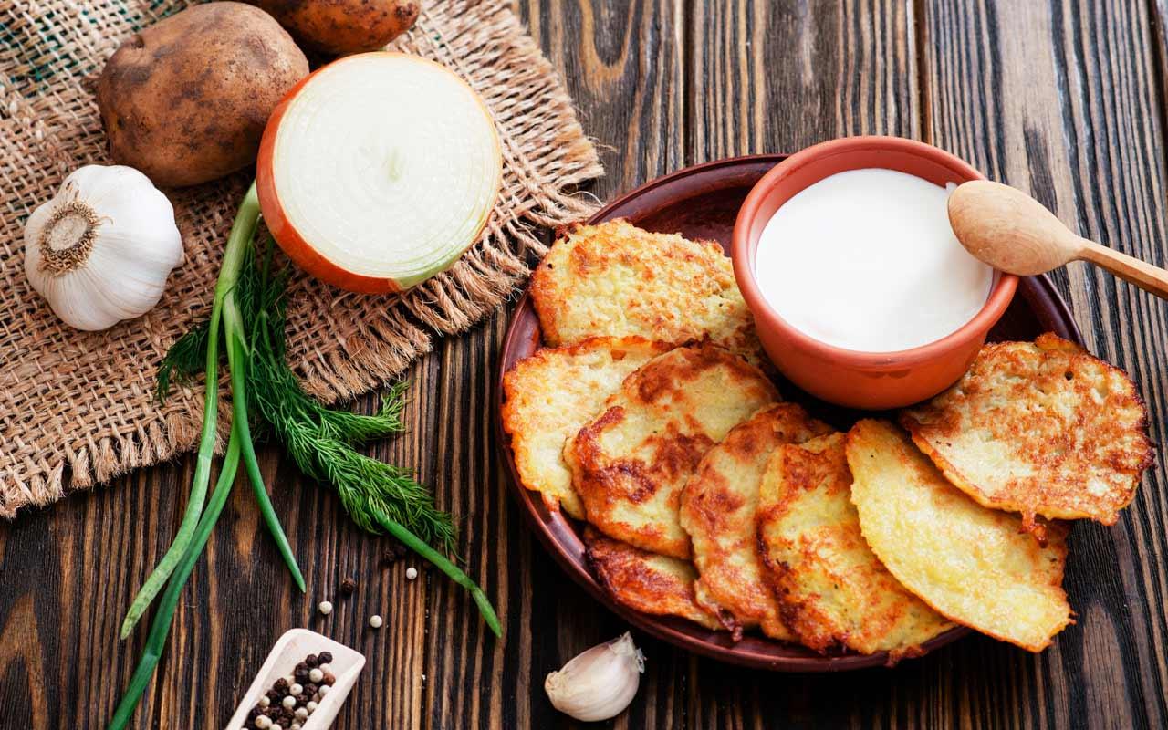 Frittelle di patate e panna acida - Ricette Selenella