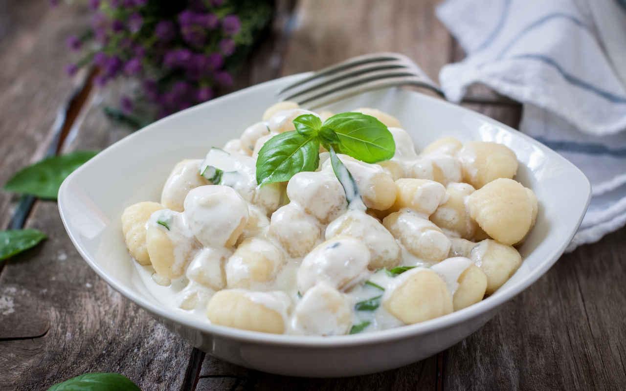 Gnocchi ai quattro formaggi - Ricette Selenella