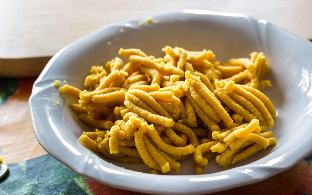 Passatelli asciutti con crema di patate, guanciale e carciofi fritti - Ricette Selenella