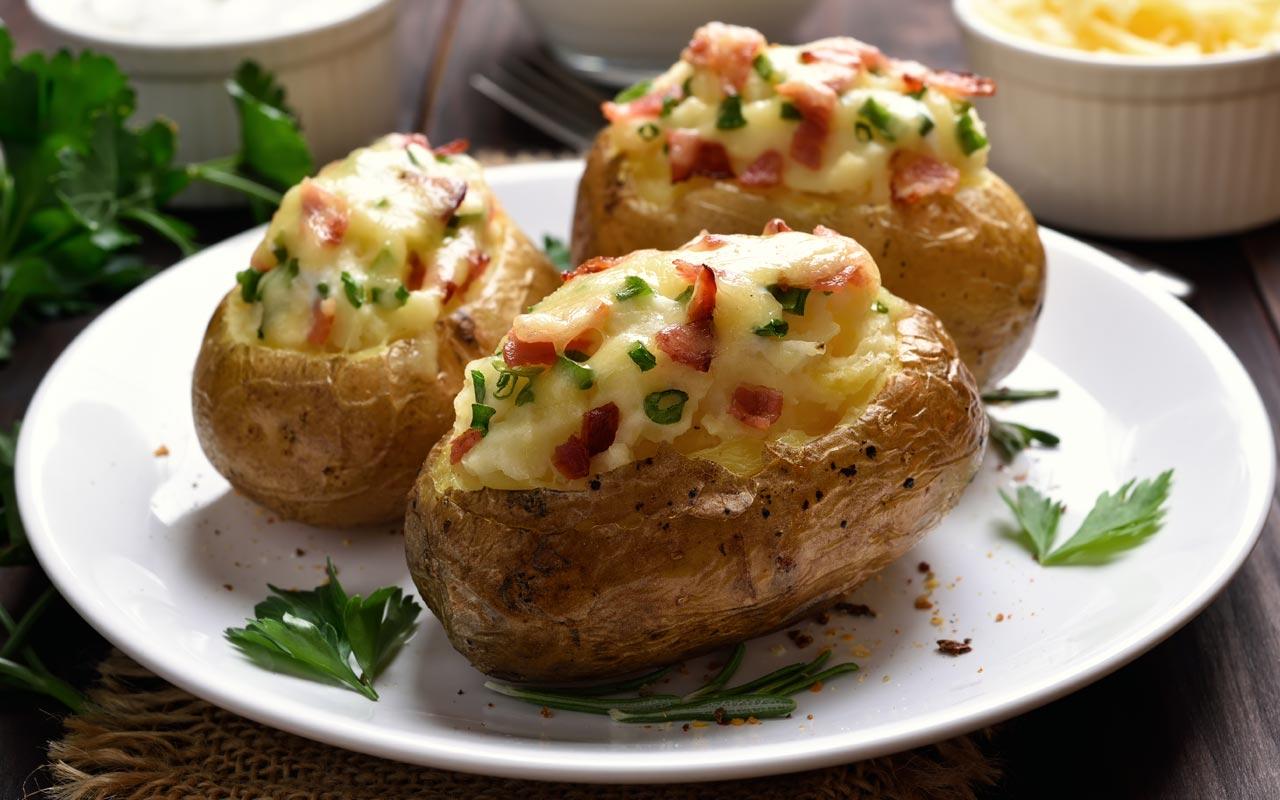 Patate ripiene con scamorza, pancetta e cipolla - Ricette Selenella