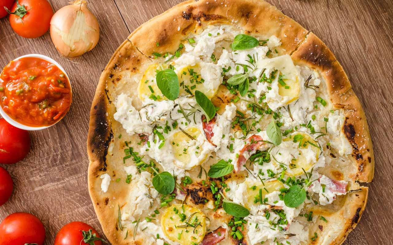 Pizza patate e stracchino - Ricette Selenella