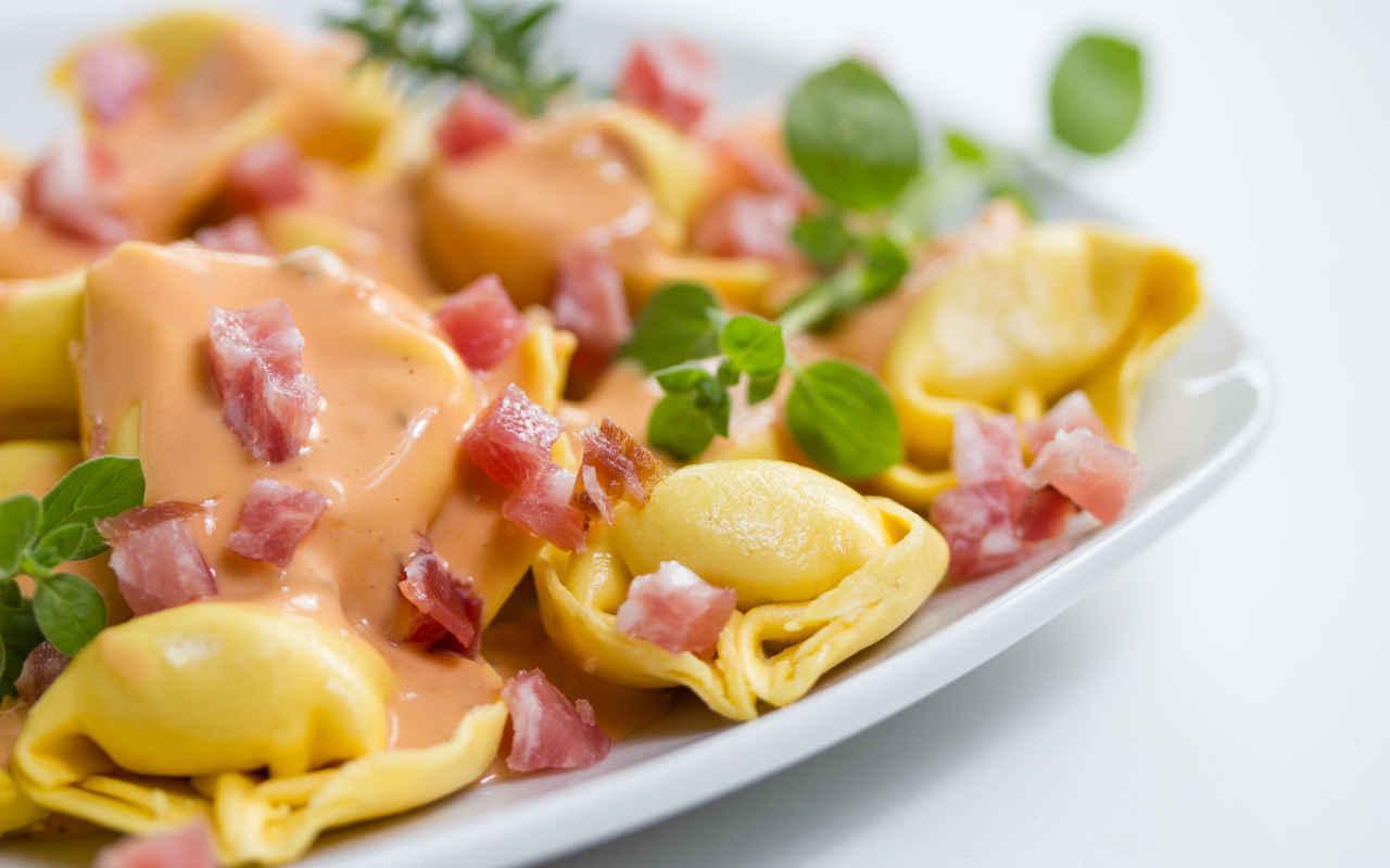 Tortelli di patate e pancetta al burro e salvia - Ricette Selenella