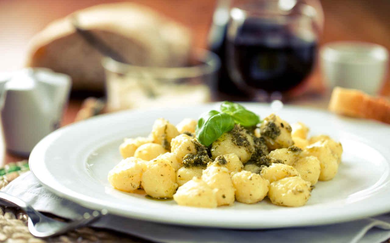 Gnocchi con pesto di verdure - Ricette Selenella