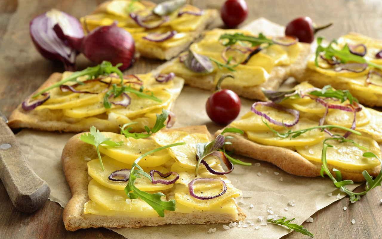 Pizza con patate - Ricette Selenella