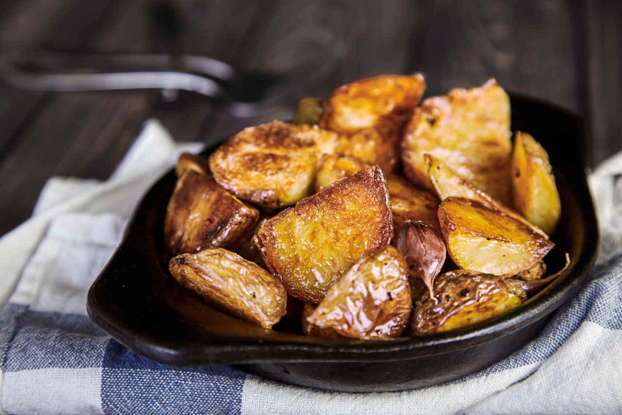Patate Selenella tagliate con buccia e infornate - Ricette Selenella
