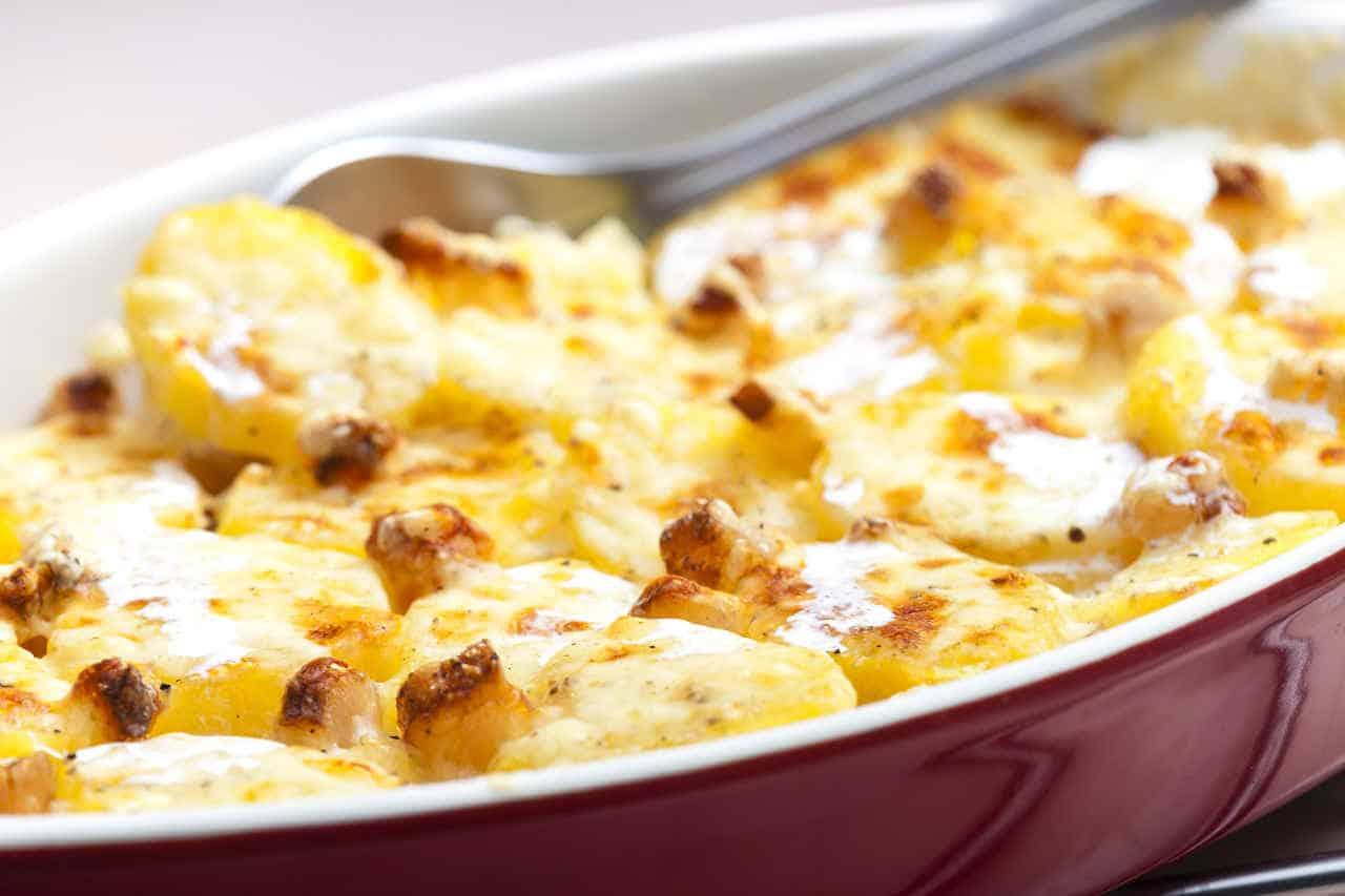 Patate al forno con mela verde e formaggio filante - Ricette Selenella