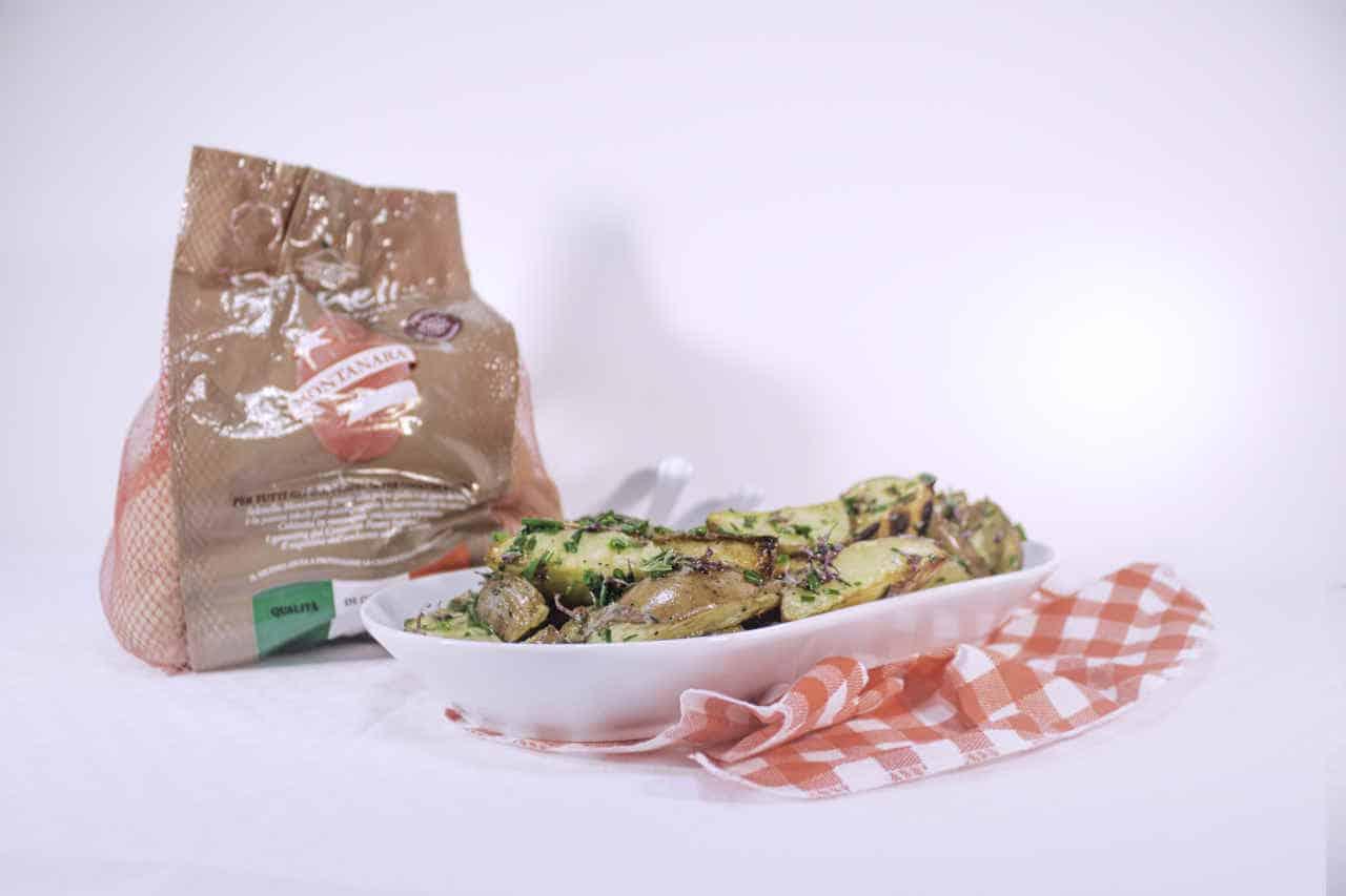 Patate grigliate all'erba cipollina e fiori di rosmarino di Lisa Corsoni - Ricette Selenella