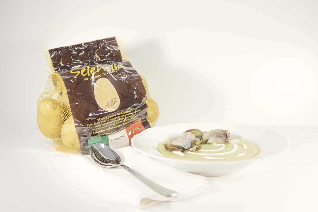 Vellutata di patate e asparagi con vongole di Lisa Corsoni - Ricette Selenella