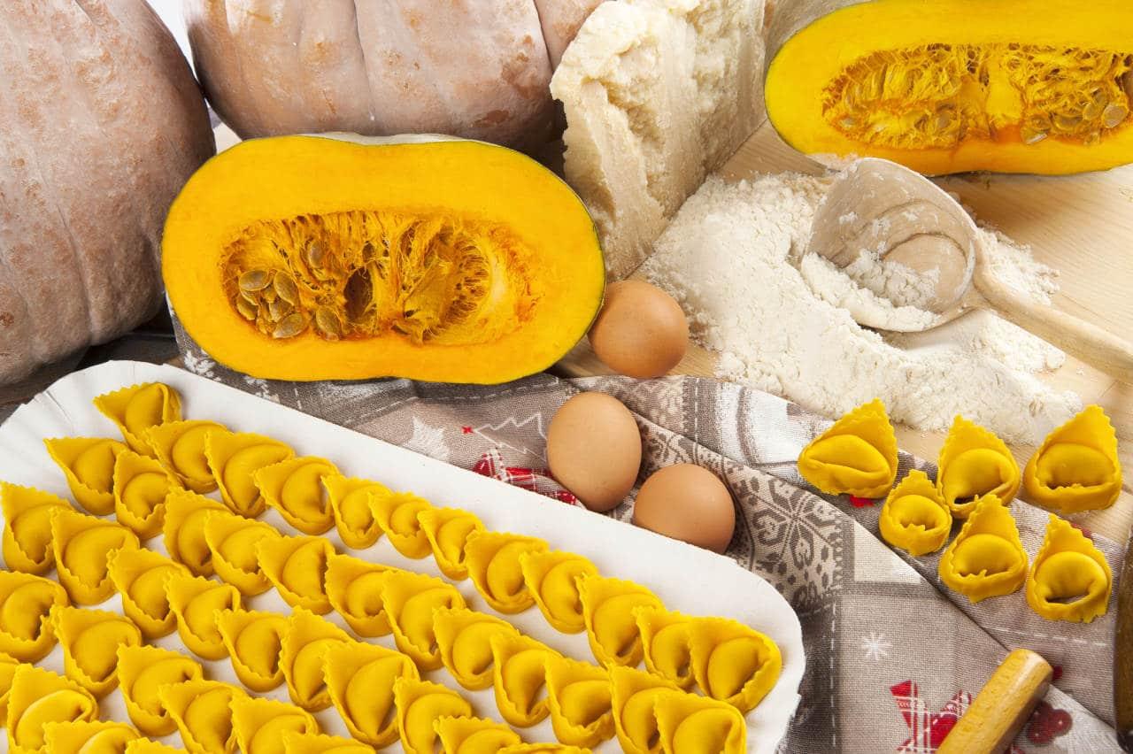 Tortelloni patate, speck con crema alla zucca - Ricette Selenella