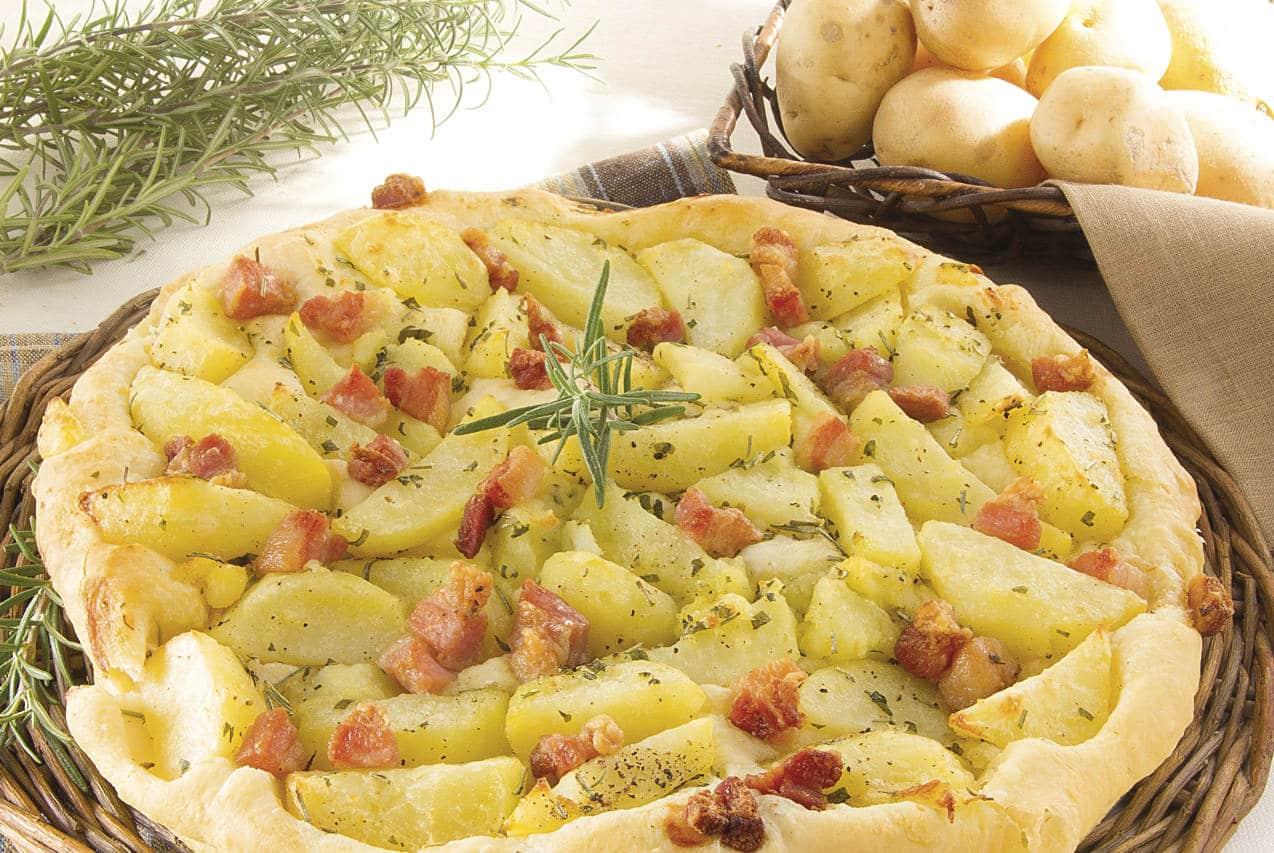 Focaccia con patate e pancetta - Ricette Selenella