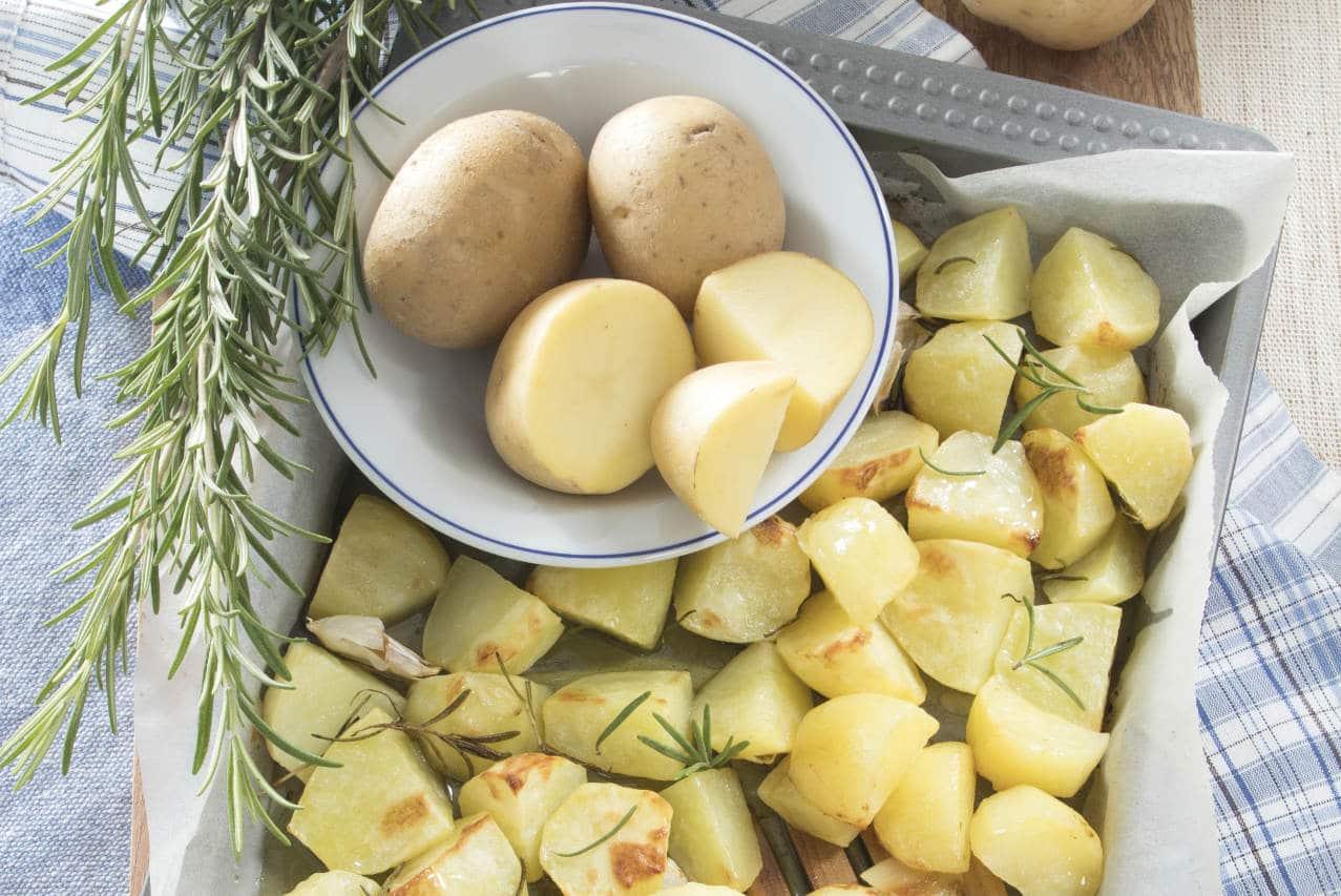 Patate arrosto con aglio e rosmarino - Ricette Selenella