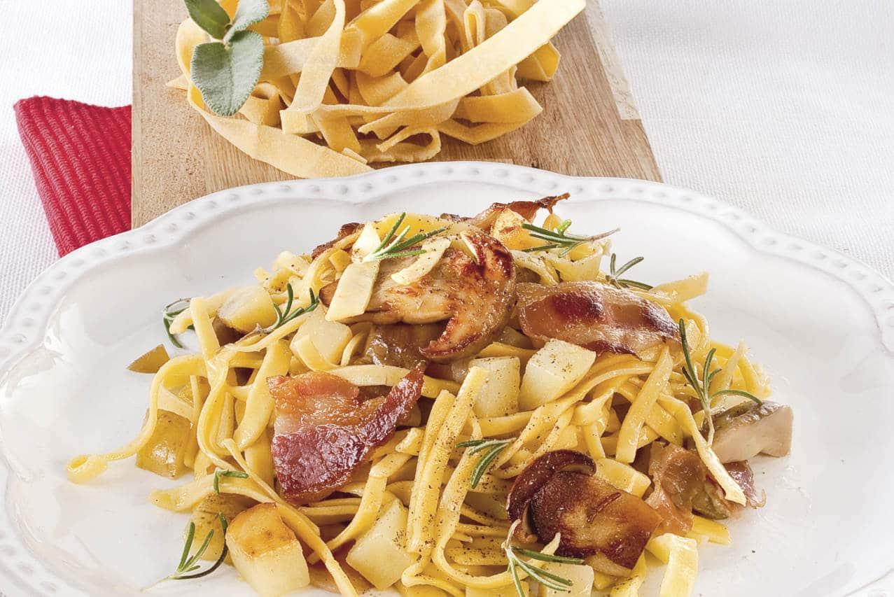 Tagliatelle con patate, pancetta e funghi - Ricette Selenella