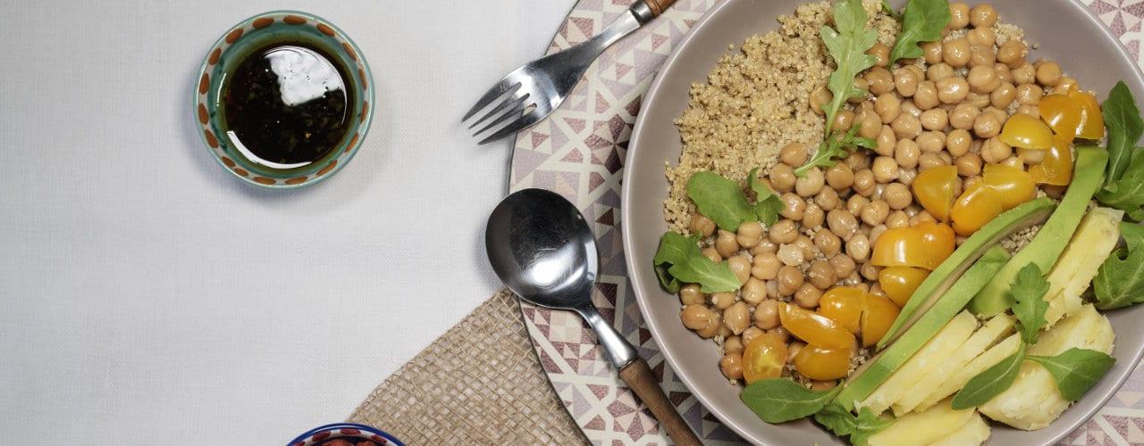 Insalata con patate, ceci, avocado, quinoa, rucola e pomodorini gialli - Ricette Selenella