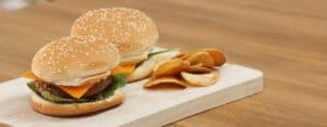 Hamburger e chips di patate ricetta Selenella