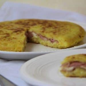 Schiacciata di patate con prosciutto cotto e provola silana Ricette Selenella