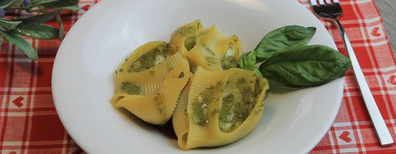 Conchiglioni ripieni di patate e pesto - Ricette Selenella
