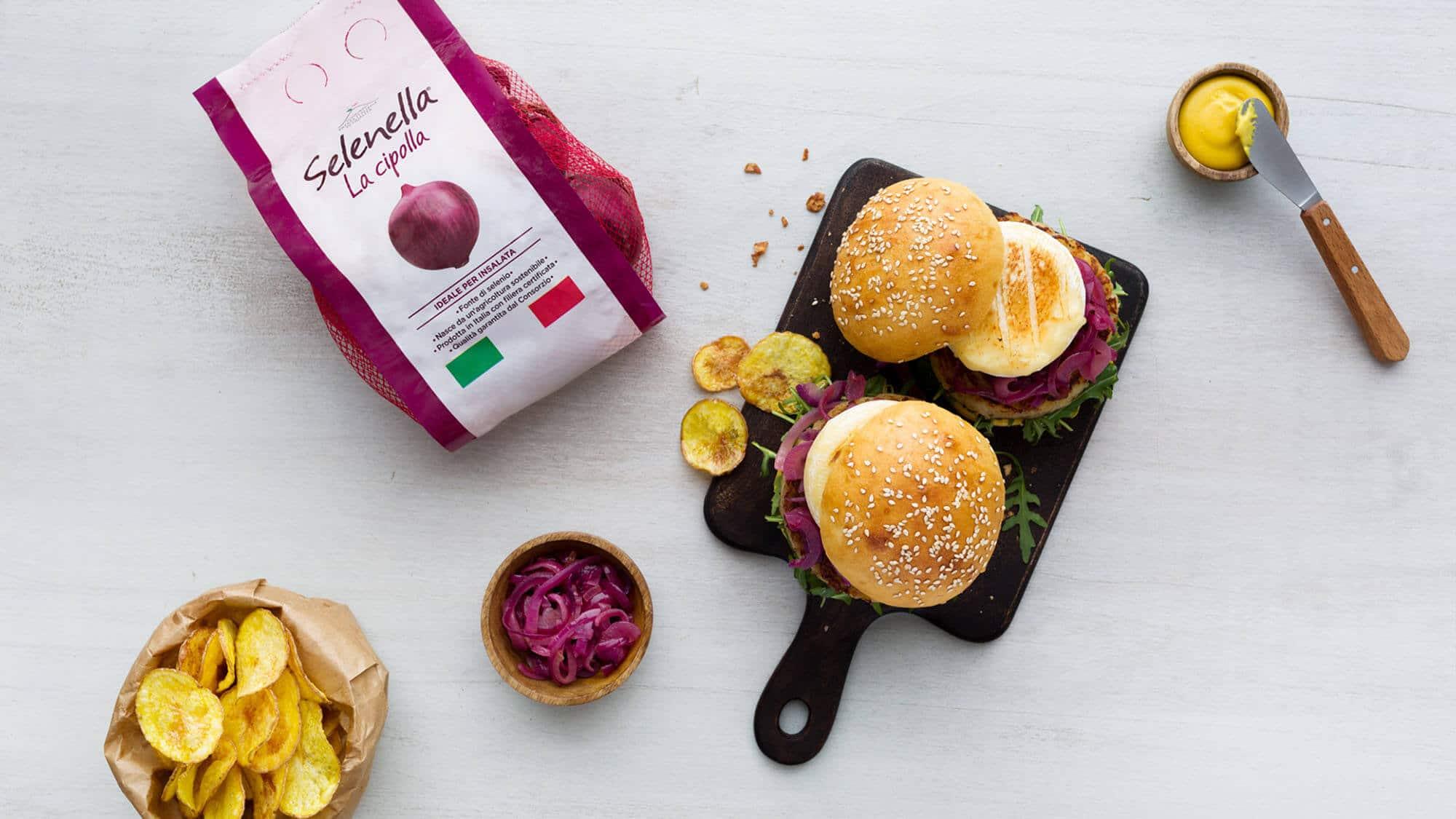 Burger con rosti di patate e cipolle in agrodolce - Ricette Selenella