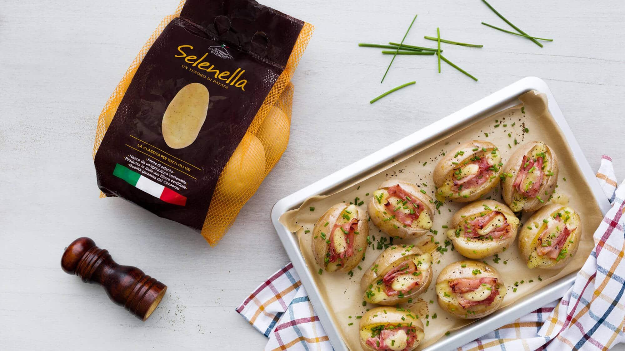 Patata al forno ripiena con prosciutto e fontina - Ricette Selenella