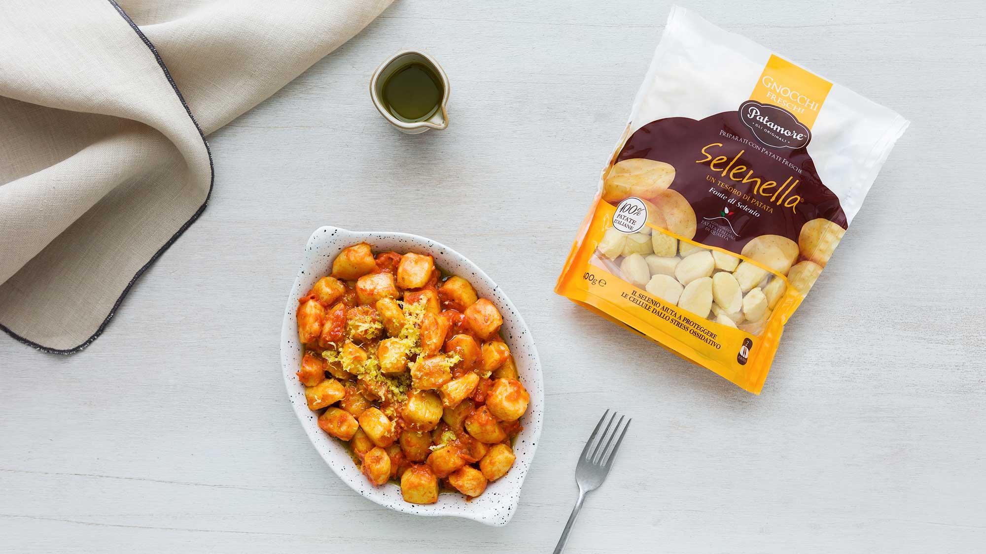 Gnocchi alla Sorrentina con pomodoro infornato, limone e olio al basilico - Ricette Selenella